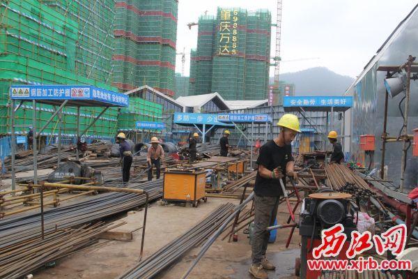 作为省重点项目,肇庆万达广场项目目前正在紧张施工。 记者 岑永龙 摄