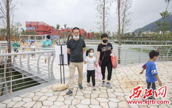 节假日在景区游玩的市民。杨乐祺摄