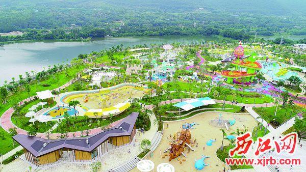 肇庆市儿童公园受到儿童和家长的欢迎。 西江日报记者 梁小明 摄