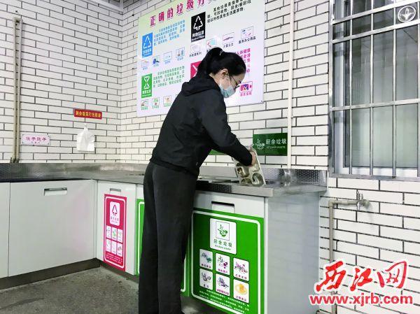 市委机关饭堂外,设置有厨余垃圾分类收集点。 西江日报记者 夏紫怡 摄