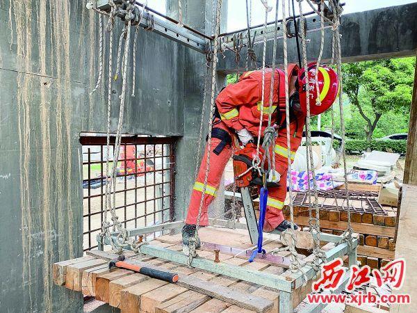 注册送68体验金市消防救援支队特勤站队员在进行地震救援专业技术培训。 充值100送18记者 潘粤华 摄