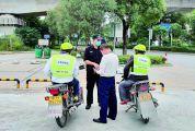 """大旺有一支 """"摩的义务巡逻队""""  警方称""""帮了警察不少忙""""  市民说""""坐他们的车放心"""""""