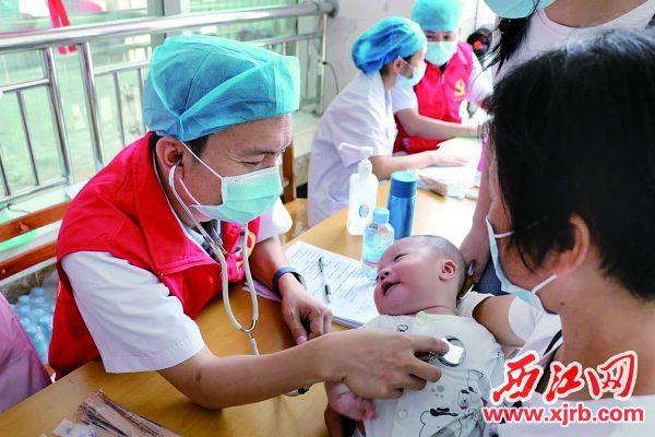 肇庆市第一人民医院与封开县人民医院建设紧密型医共体,群众在家门口看上三甲 医院专家。 西江日报通讯员 供图