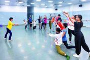 《青天之端》23日将在广州演出 演员们正抓紧排练