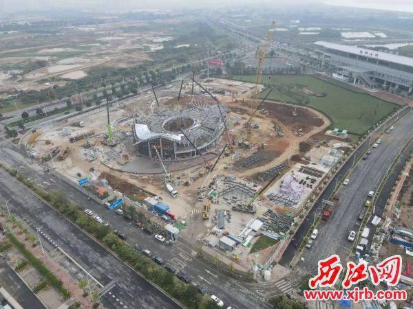 肇庆万达展示中心主体钢结构顺利封顶。 通讯员供图