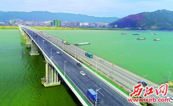 11月28日,肇庆大桥扩建工程建成通车。 西江日报记者 梁小明 摄
