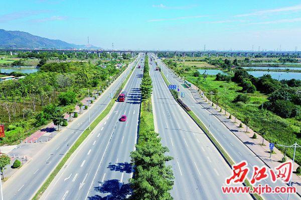 东进大道三期工程建成通车。 西江日报记者 刘春林 摄