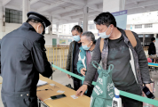 肇庆市车站严阵以待防疫情 进站必测温出站必扫码