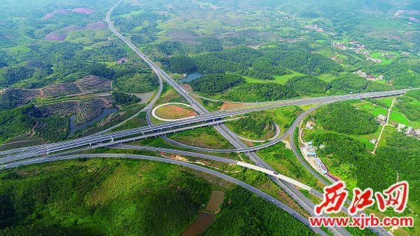 怀集县交通加速发展。 西江日报记者 梁小明 摄