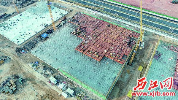 电子信息产业园项目正加快建设。 西江日报通讯员 杨基龙 摄