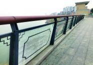 江滨路护栏玻璃屡遭损坏