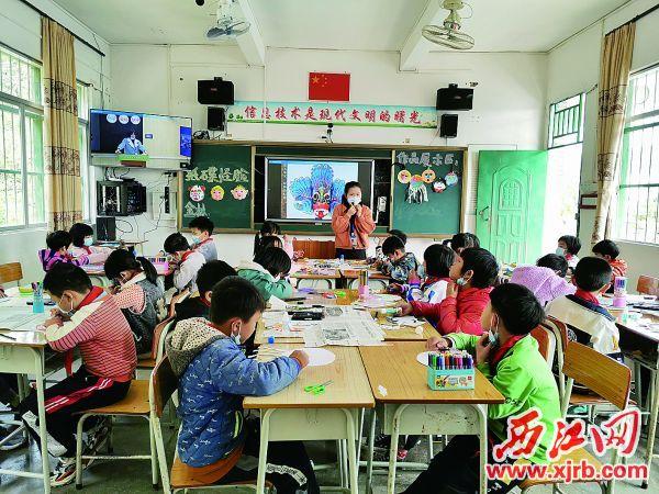 德庆县官圩镇中心小学金林分教点上课现场。 西江日报记者 杨丽娟 摄