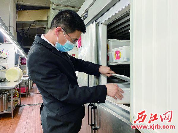 食品安全管理师吴昌鸿。