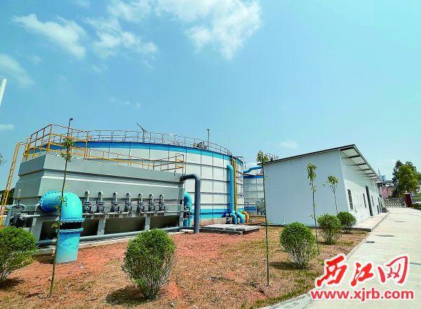 德庆县新投入使用的新圩镇污水处理厂进一步补齐了德庆县城污水收集系统短板,在大冲河整治中发挥出了十分重要的作用。 西江日报记者 苏燕君 摄