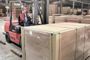 超额完成了前两个月生产任务,订单已排到下半年 封开威利邦木业开足马力促生产