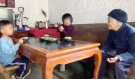 怀集九岁女孩撑起一个家