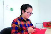 市级非物质文化遗产项目(广宁剪纸)代表性传承人杨群金 一把剪刀剪出万千世界