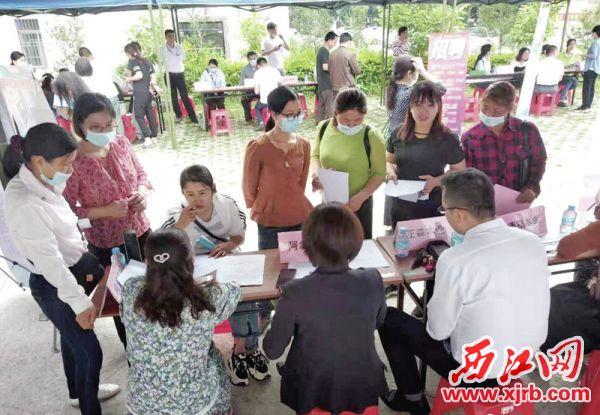 今年1月至5月,德庆已组织企业专场招聘活动19场,城乡劳动力对接活动4批次,有力保障企业用工需求。