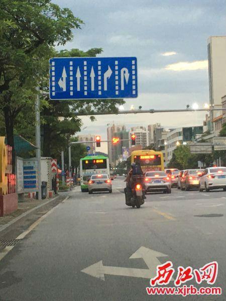 已修复好的红绿灯。通讯员提供