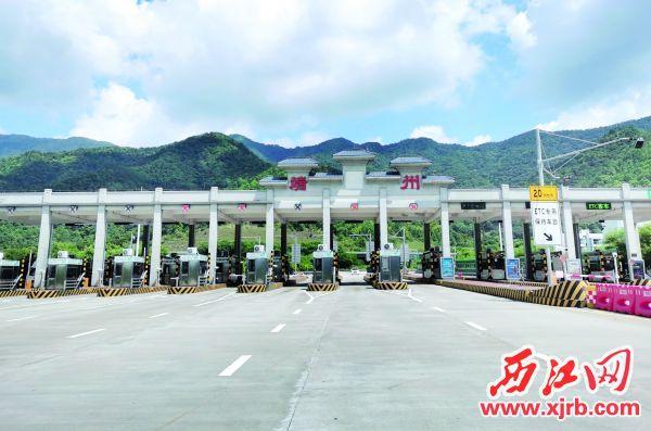 广佛肇高速端州收费站。 西江日报记者 陈明红 摄