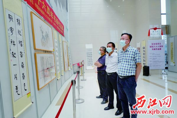作品展展出了邬邦生先生精品遗作9幅,吸引了不少文艺爱 好者驻足观赏。 西江日报通讯员供图