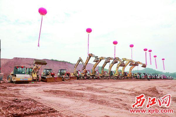 8月19日,上海璞泰来华南基地隔膜涂覆生产和锂电设备制造项目动工暨配套项目签约仪式在高要举行。  西江日报记者 刘春林 摄