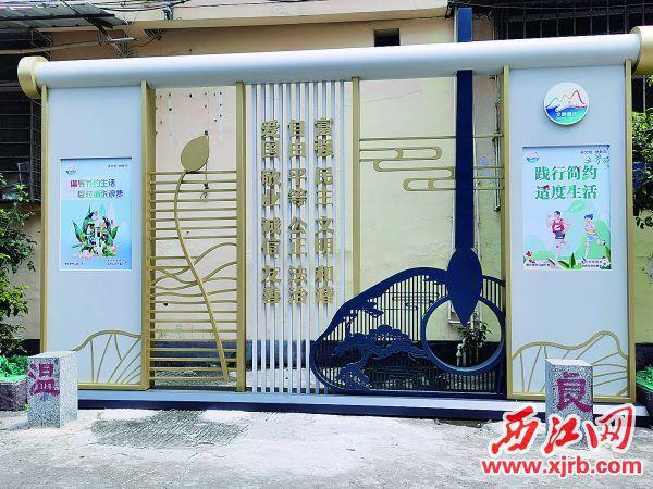 端州区城中路的公益广告景观小品。西江日报记者 戴福钿 摄
