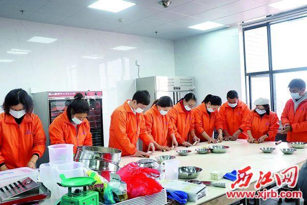 怀集增强劳动者就业能力,推进职业技能培训考核鉴定工作,深化就业扶持、支持企业用工。 西江日报通讯员 邓明奇 摄