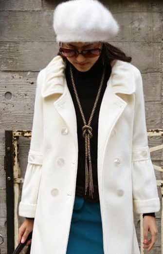白色呢子大衣优雅帅气不怕脏